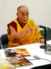 dalai_lama_photo_ly_kien_truc_resize